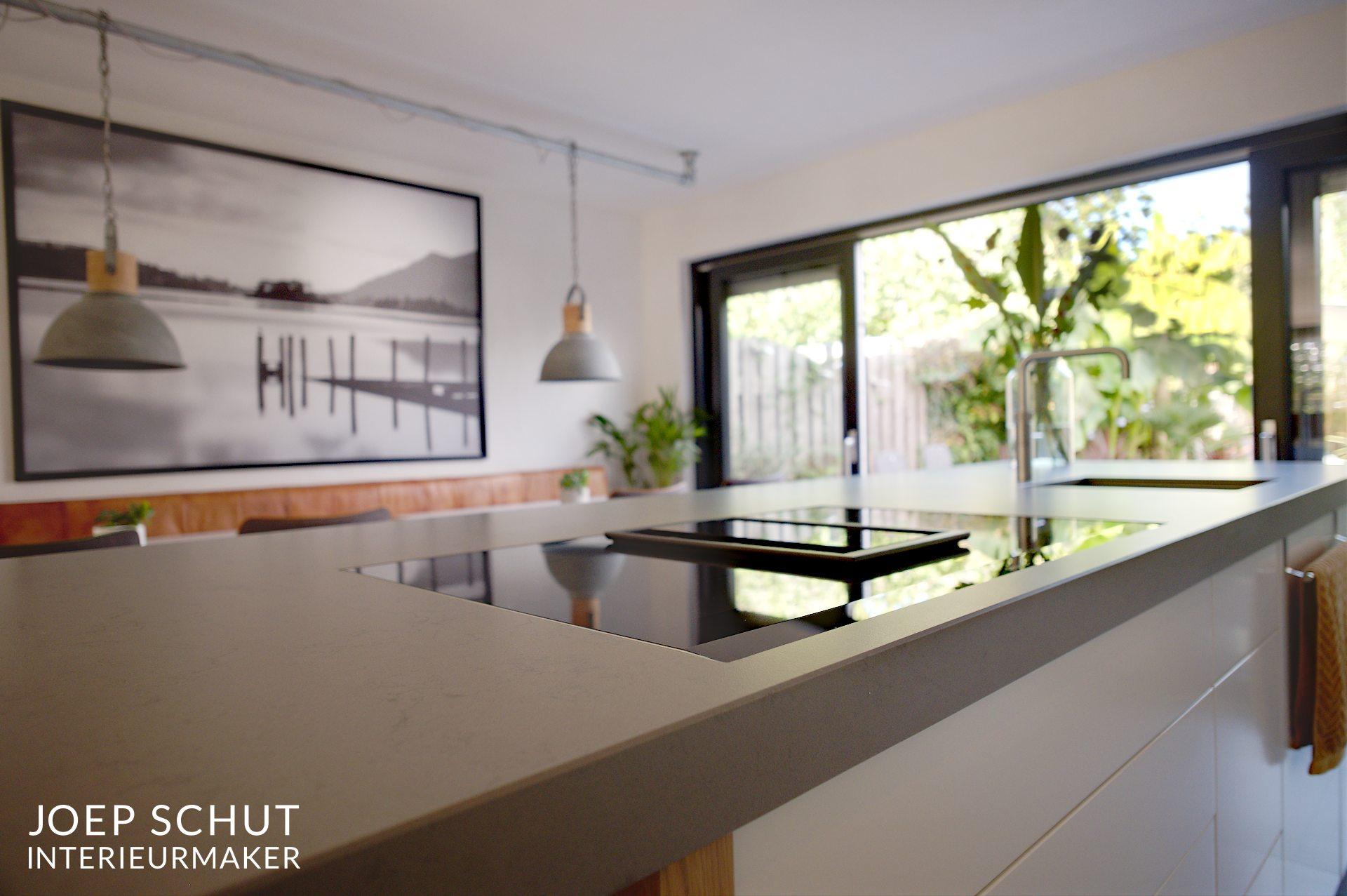 Handgemaakte keuken kastenwand kookeiland bar joep schut
