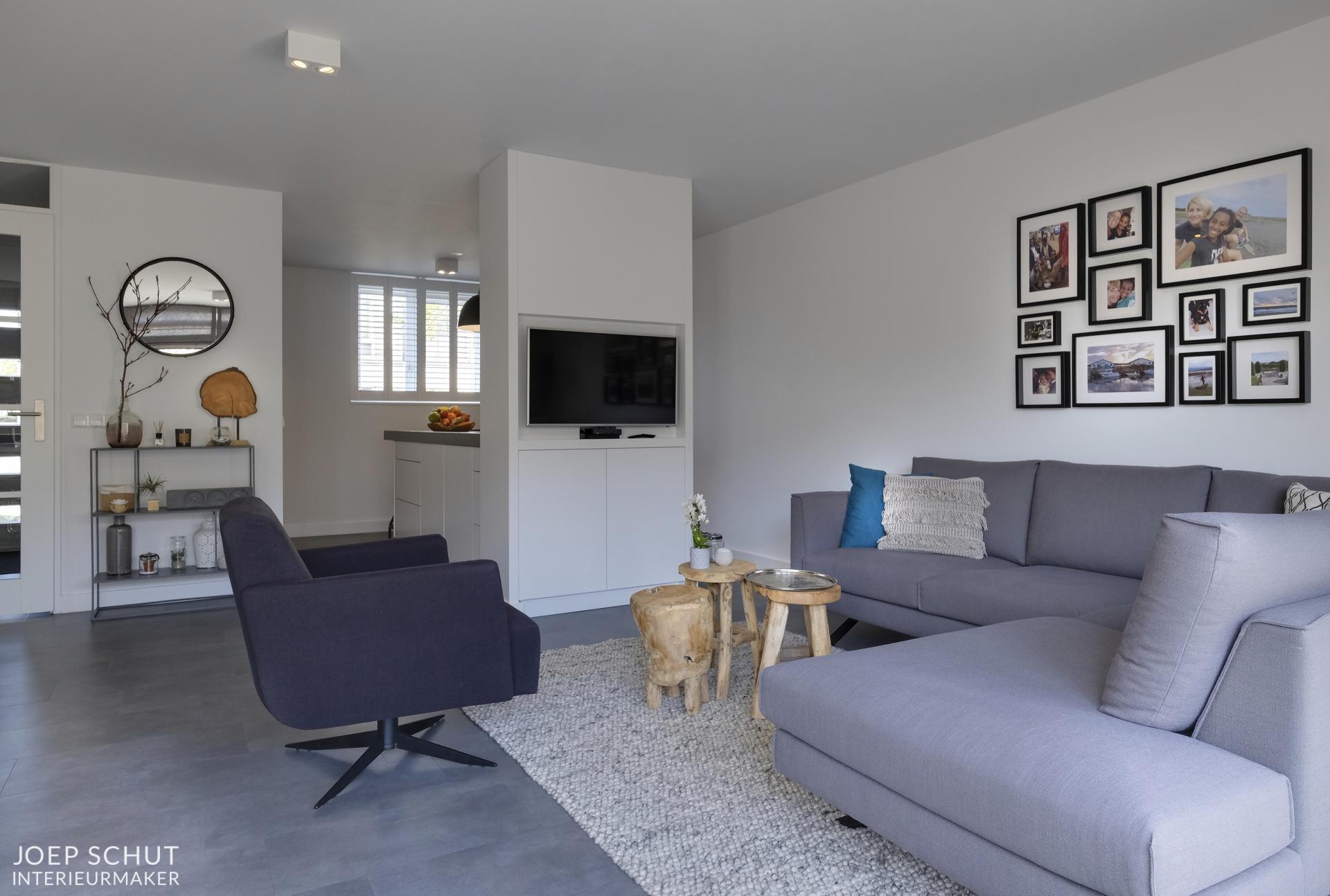 Roomdevider In Woonkamer : Project assendelft: maatwerkkeuken kasten roomdivider tafelbankje